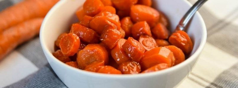 MAPLE GLAZED CARROTS - Butter with a Side of Bread