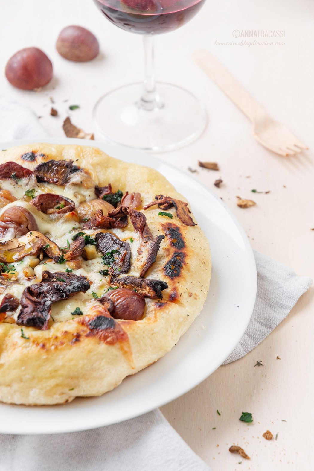 Pizza with porcini mushrooms, chestnuts and scamorza