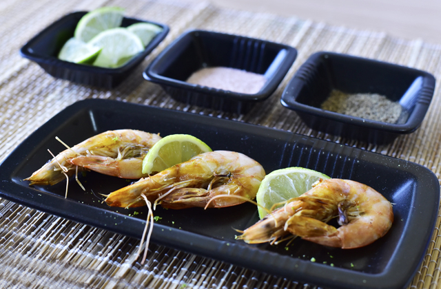 """Grilled prawns with lime """"style ="""" width: 640px;"""