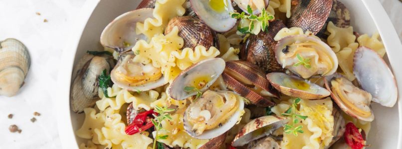 Passive cooking pasta with clams