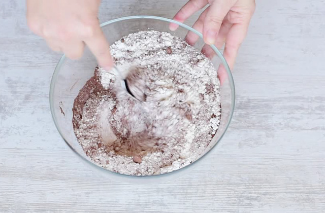 """Pear and soft chocolate cake """"width ="""" 449 """"height ="""" 295 """"srcset ="""" https://www.sempliceveloce.it/wordpress/wp-content/uploads/2017/11/Torta-pere-e-cioccolato-soffice_01 .jpg 640w, https://www.sempliceveloce.it/wordpress/wp-content/uploads/2017/11/Torta-pere-e-cioccolato-soffice_01-300x197.jpg 300w """"sizes ="""" (max-width: 449px ) 100vw, 449px"""