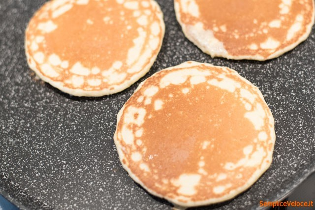 """American pancakes """"width ="""" 449 """"height ="""" 300 """"srcset ="""" https://www.gordon-ramsay-recipes.com/wp-content/uploads/_156_American-fluffy-pancakes-recipe-for-a-quick-and-easy-breakfast-Gordon-Ramsays-version.jpg 640w, https: // www .sempliceveloce.it / wordpress / wp-content / uploads / 2015/10 / Pancake_Frittelle-Americane_08-300x200.jpg 300w, https://www.sempliceveloce.it/wordpress/wp-content/uploads/2015/10/Pancake_Frittelle- Americane_08-630x420.jpg 630w, https://www.sempliceveloce.it/wordpress/wp-content/uploads/2015/10/Pancake_Frittelle-Americane_08-537x360.jpg 537w """"sizes ="""" (max-width: 449px) 100vw, 449px"""