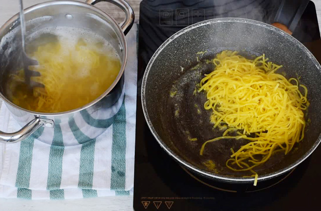 "lemon tagliolini with lemon nappies with cream ""width ="" 449 ""height ="" 295 ""srcset ="" https://www.gordon-ramsay-recipes.com/wp-content/uploads/_224_Lemon-tagliolini-with-cream-Quick-and-easy-recipe-Gordon-Ramsays-version.jpg 640w, https://www.sempliceveloce.it/wordpress/wp-content/uploads/2017/09/tagliolini_al_limone_con_panna_03-300x197.jpg 300w ""sizes ="" (max-width: 449px) 100vw, 449px"