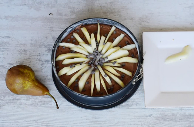 """Pear and soft chocolate cake """"width ="""" 449 """"height ="""" 295 """"srcset ="""" https://www.sempliceveloce.it/wordpress/wp-content/uploads/2017/11/Torta-pere-e-cioccolato-soffice_07 .jpg 640w, https://www.sempliceveloce.it/wordpress/wp-content/uploads/2017/11/Torta-pere-e-cioccolato-soffice_07-300x197.jpg 300w """"sizes ="""" (max-width: 449px ) 100vw, 449px"""