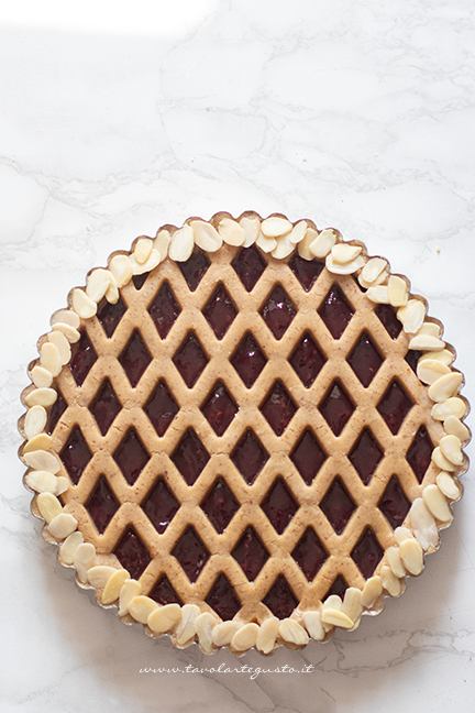 how to make the lattice of the linzer cakes