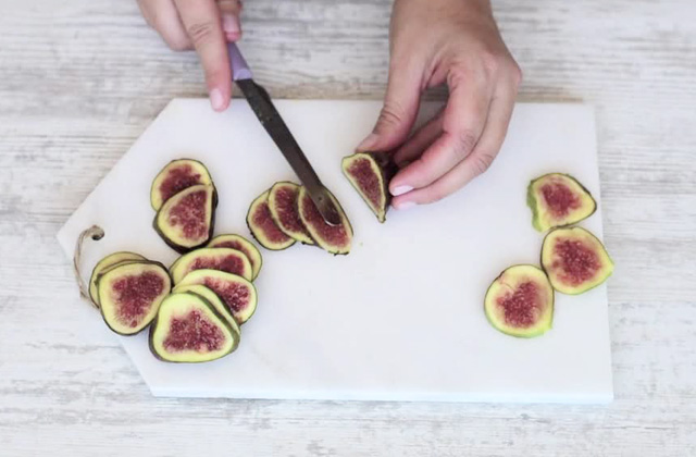 """Dessert with figs without cooking """"width ="""" 449 """"height ="""" 295 """"srcset ="""" https://www.gordon-ramsay-recipes.com/wp-content/uploads/_906_Dessert-with-figs-without-cooking.-Quick-and-easy-recipe-Gordon-Ramsays-version.jpg 640w, https: // www.sempliceveloce.it/wordpress/wp-content/uploads/2017/08/dolce_ai_fichi_senza_cottura_08-300x197.jpg 300w """"sizes ="""" (max-width: 449px) 100vw, 449px"""