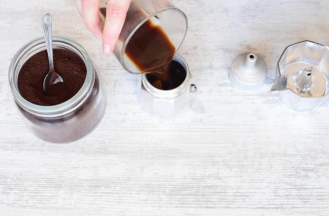 "Creamy homemade coffee liqueur ""width ="" 449 ""height ="" 295 ""srcset ="" https://www.gordon-ramsay-recipes.com/wp-content/uploads/_981_Homemade-creamy-coffee-liqueur-Quick-and-easy-recipe-Gordon-Ramsays-version.jpg 640w, https: //www.sempliceveloce.it/wordpress/wp-content/uploads/2018/12/liquore_al_caffe_cremoso_05-300x197.jpg 300w ""sizes ="" (max-width: 449px) 100vw, 449px"
